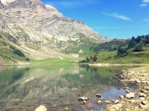 Oberblegisee Ufer und Spiegelung