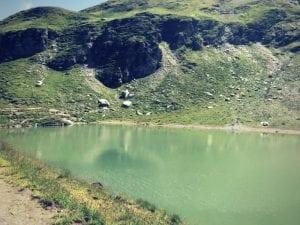 Ufer des Baschalvasees