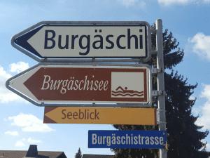 Badi Burgäschisee Wegweiser